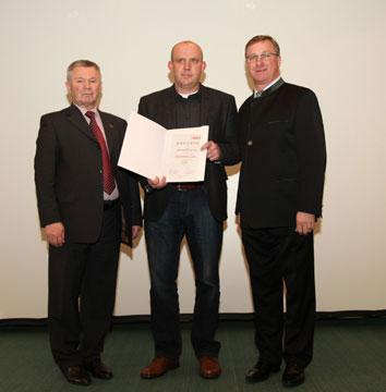 Verleihung-Urkunde-Baumgartner1